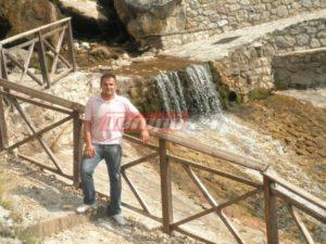 Γιάννης Καυκιάς: Στον τάφο του μαχαίρωσαν τη Δώρα Ζέμπερη – Είχε σκοτωθεί σε εργατικό δυστύχημα