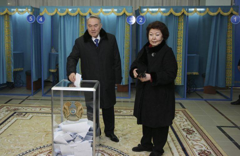 Ο Ναζαρμπάγεφ αυτοανακηρύχθηκε νικητής των εκλογών στο Καζακστάν | Newsit.gr