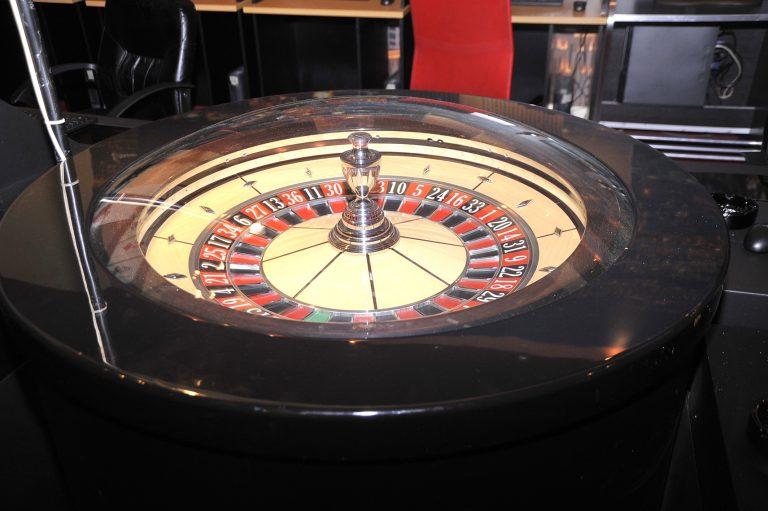 «Μίνι» καζίνο μέσα σε κατάστημα στον Αγ. Παντελεήμονα   Newsit.gr