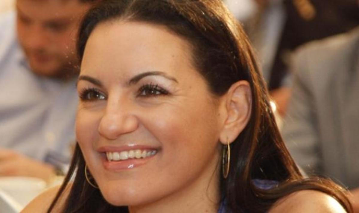 Όλγα Κεφαλογιάννη: Η όμορφη και δυναμική πολιτικός αποκαλύπτεται στο TLIFE! | Newsit.gr