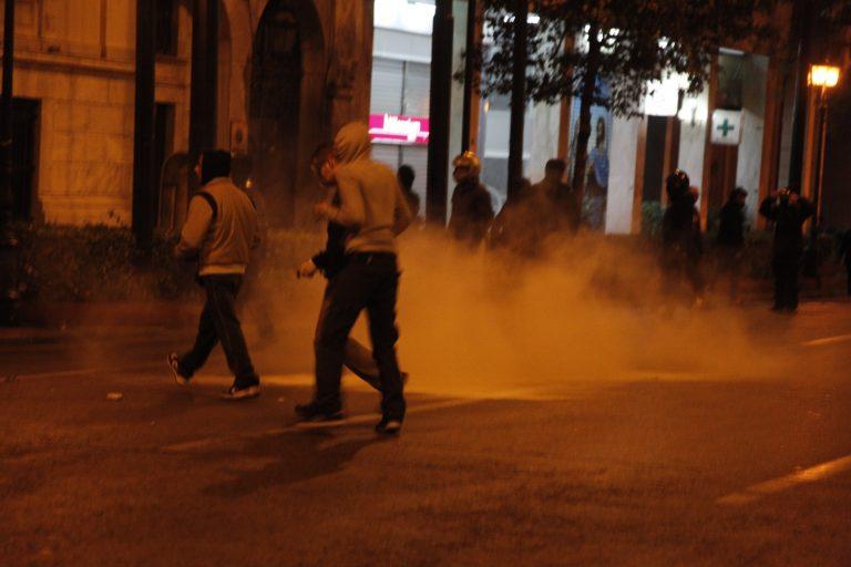 Επεισόδια στο κέντρο της Αθήνας – Μία κοπέλα αιμόφυρτη στο πεζοδρόμιο | Newsit.gr
