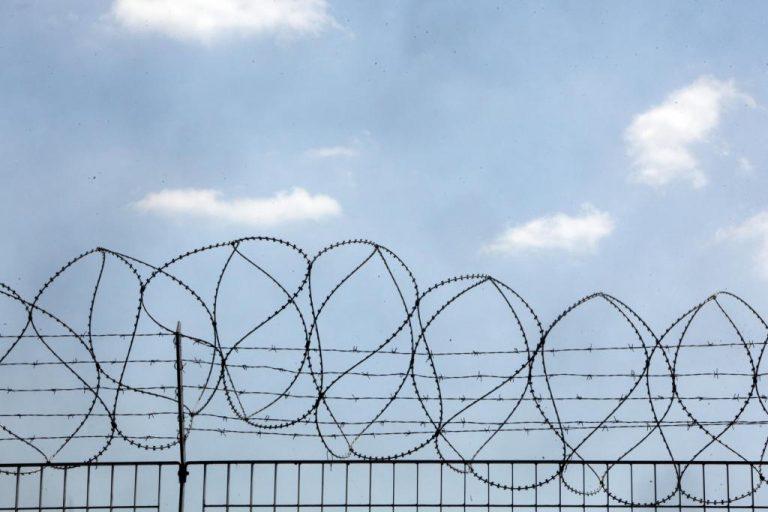 Εξέγερση μεταναστών στο φυλάκιο του Έβρου – Έβαλαν φωτιά! | Newsit.gr
