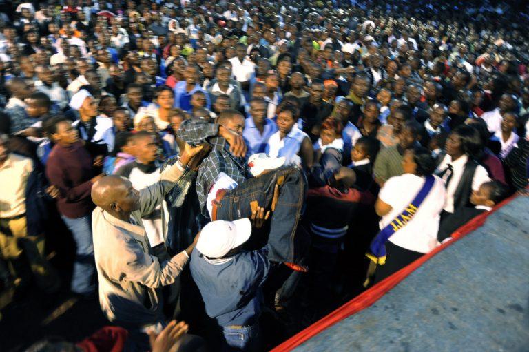 Τρεις νεκροί και 80 τραυματίες στην Κένυα | Newsit.gr
