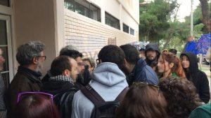 Ένταση και στο Κερατσίνι – Καυγάς γονιών με αντιφασίστες για τη φοίτηση προσφυγόπουλων [pics, vid]