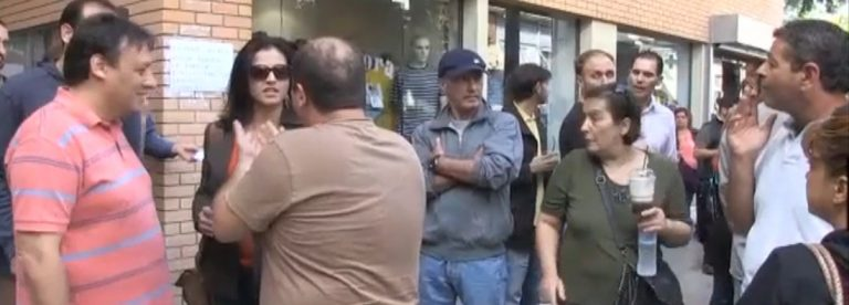 Οι υπάλληλοι κατέλαβαν το δημαρχείο στο Κερατσίνι | Newsit.gr