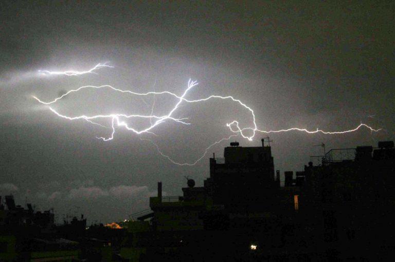 Μέσα σε 2 ώρες έπεσαν 2.500 με 3.000 κεραυνοί! | Newsit.gr