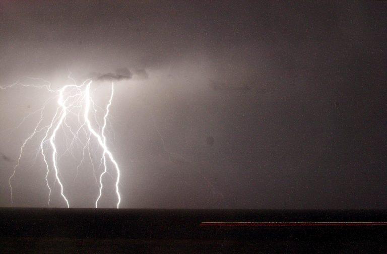 Τοπικές βροχές και καταιγίδες την Παρασκευή | Newsit.gr