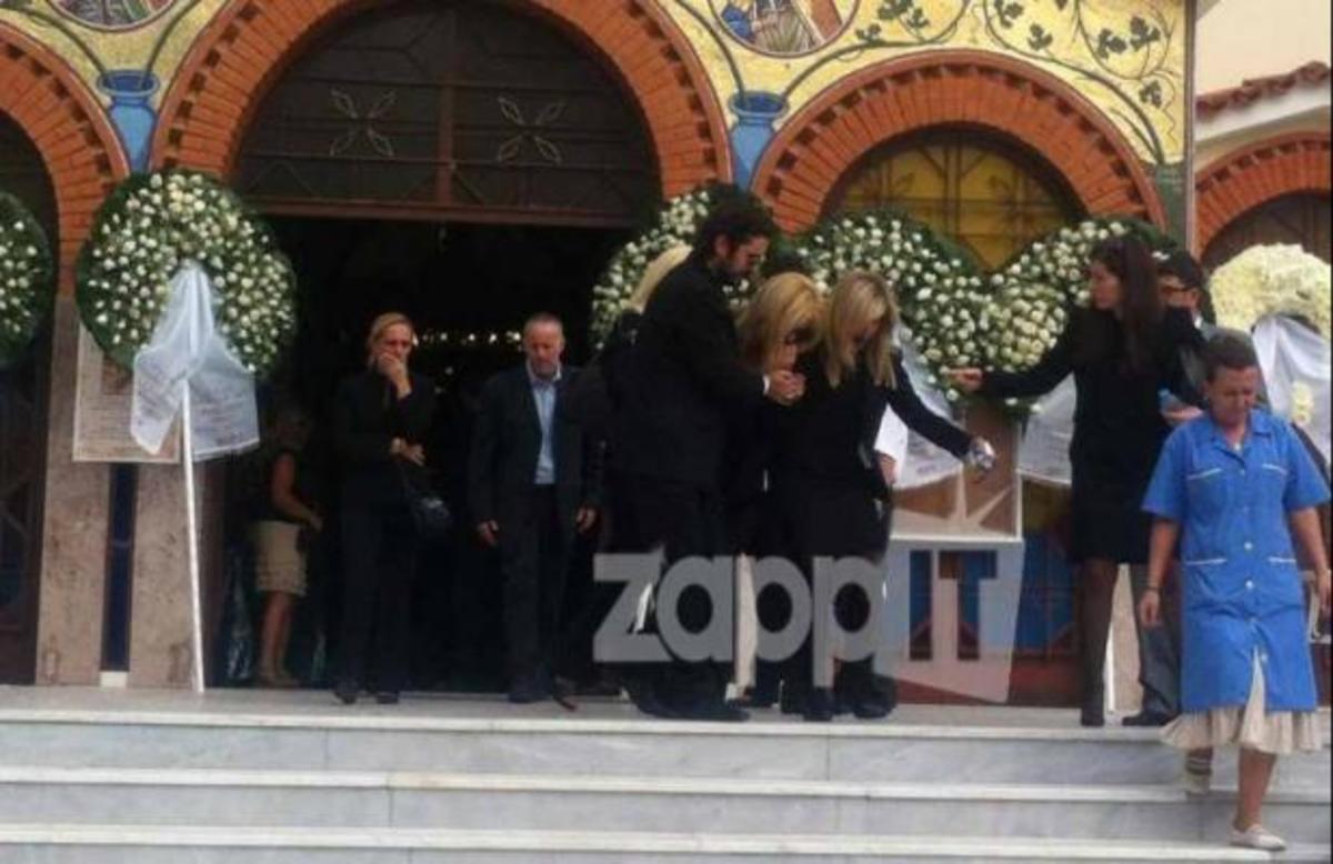 Συντετριμμένη η Λίζα Δουκακάρου στο τελευταίο αντίο του συζύγου της | Newsit.gr