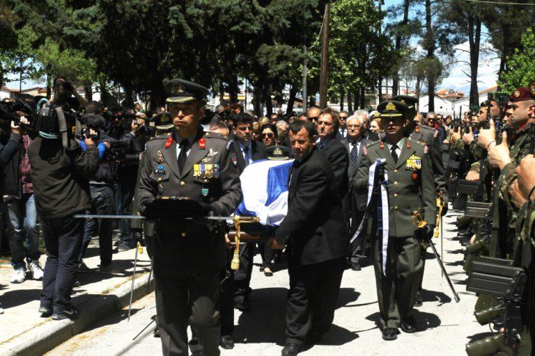Συγκλόνισε η χήρα του κυβερνήτη του ελικοπτέρου! «Σ' αγαπάω! Δεν θα σε ξεχάσω ποτέ! Θα μεγαλώσω τα παιδιά μας με αξιοπρέπεια» | Newsit.gr