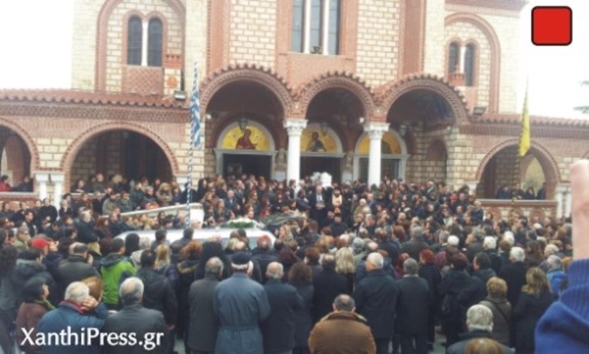 Σπαραγμός στην κηδεία της Ζωής – Δάκρυα και χειροκροτήματα -Βίντεο! | Newsit.gr