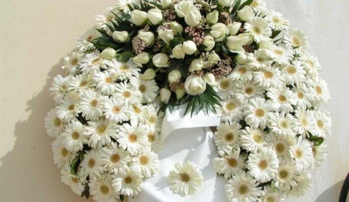 Πάτρα: Βουλευτής «έφαγε πόρτα» σε κηδεία!   Newsit.gr