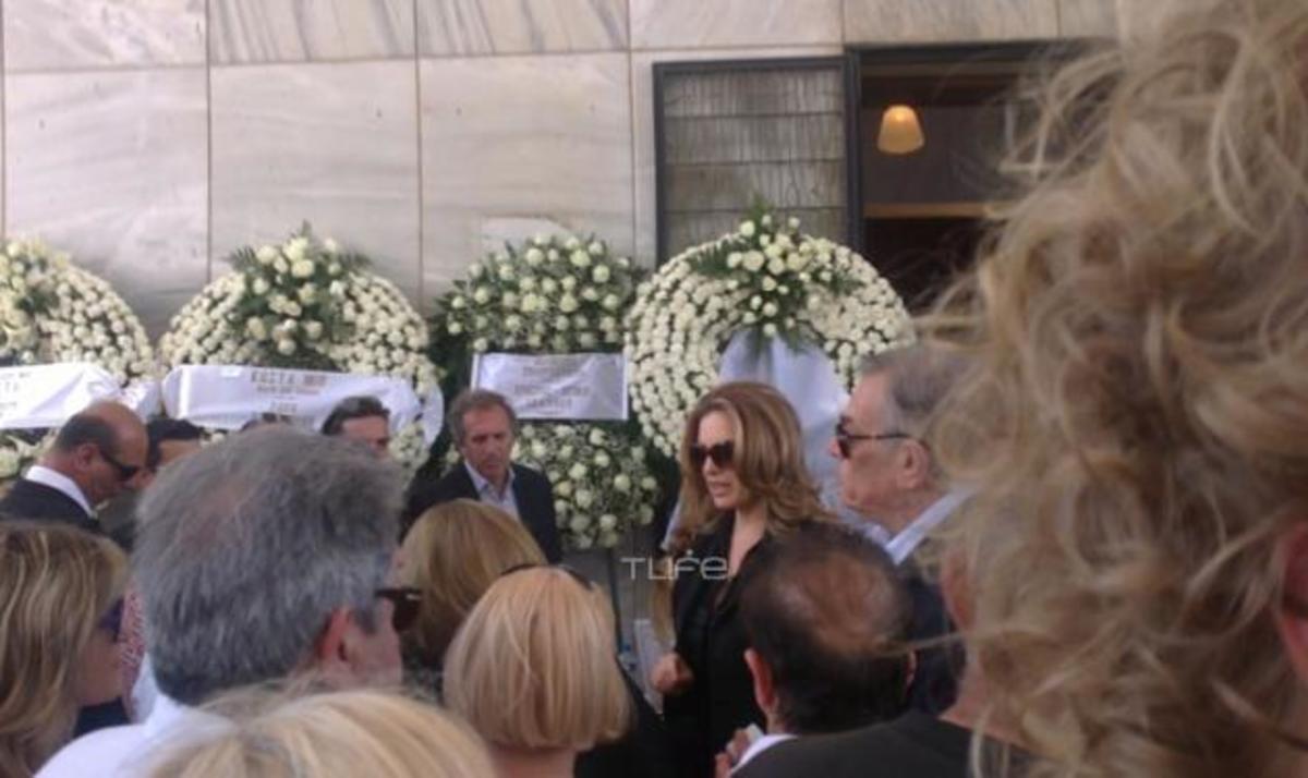 Το τελευταίο αντίο στον ηθοποιό Κώστα Καρρά   Newsit.gr