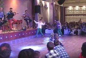 Κως: Στο γαμήλιο γλέντι την παράσταση έκλεψαν τα δίδυμα αδέρφια που βλέπετε – Δείτε το βίντεο!