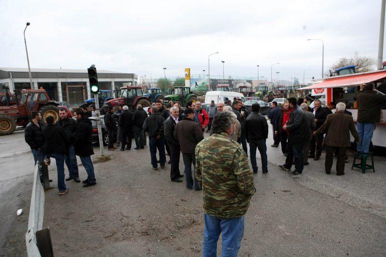 Κιλκίς: Απέκλεισαν το δρόμο αλλά… και την τράπεζα! | Newsit.gr
