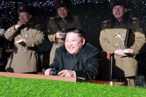 Ο Κιμ ανατινάζει το Προεδρικό Μέγαρο της Νότιας Κορέας και… ξεκαρδίζεται [pics]