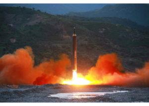 Βόρεια Κορέα: Η στιγμή της εκτόξευσης του νέου πυραύλου [vids, pics]