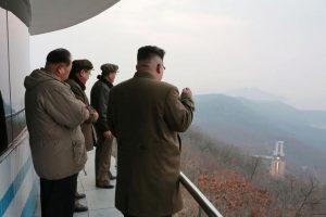 Τρόμος! Φοβούνται πως ο Κιμ Γιονγκ Ουν έχει πυραύλους γεμάτους με το νευροπαραλητικό αέριο σαρίν!