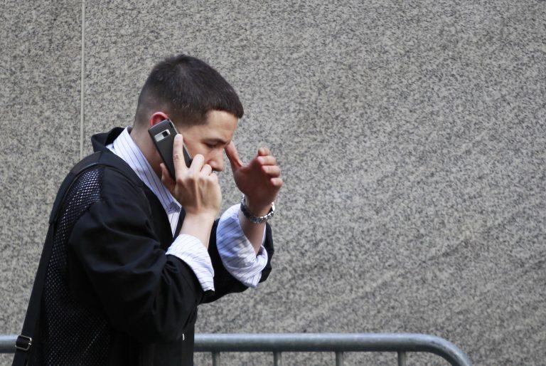 Ασαφές αν η χρήση του κινητού προκαλεί καρκίνο στον εγκέφαλο | Newsit.gr