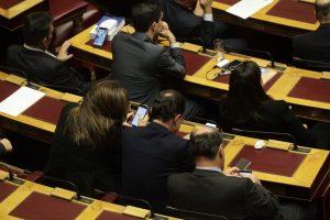 Προϋπολογισμός: Πήραν «φωτιά» τα κινητά και τα tablets στη Βουλή [pics]