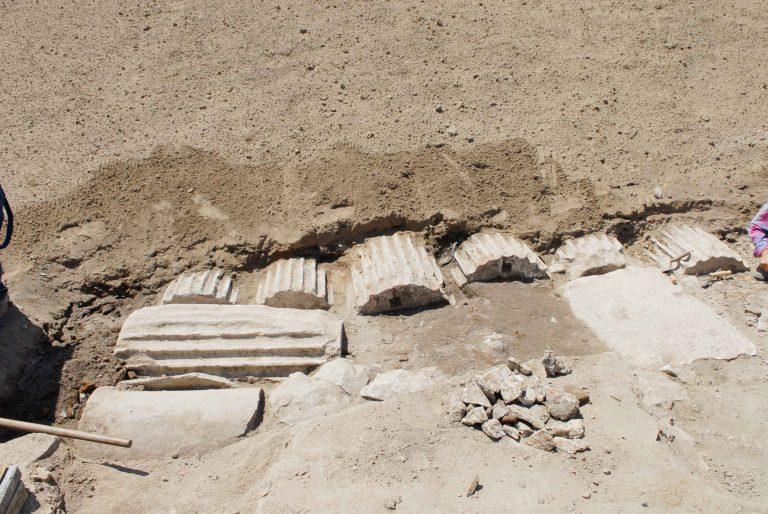 Κιονόκρανα από αρχαιολογικούς χώρους της Κω… σε βίλες του νησιού!   Newsit.gr