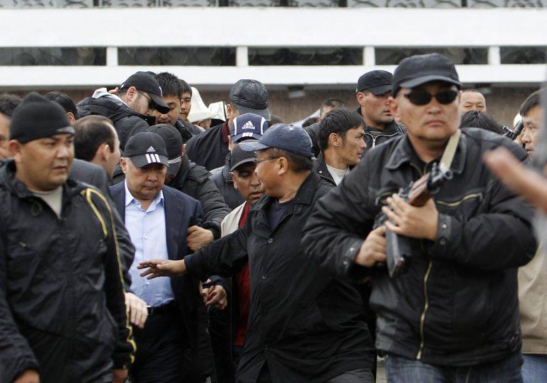 Κιργιστάν: Εισβολή υποστηρικτών του Μπακίγεφ σε κυβερνητικό κτίριο | Newsit.gr