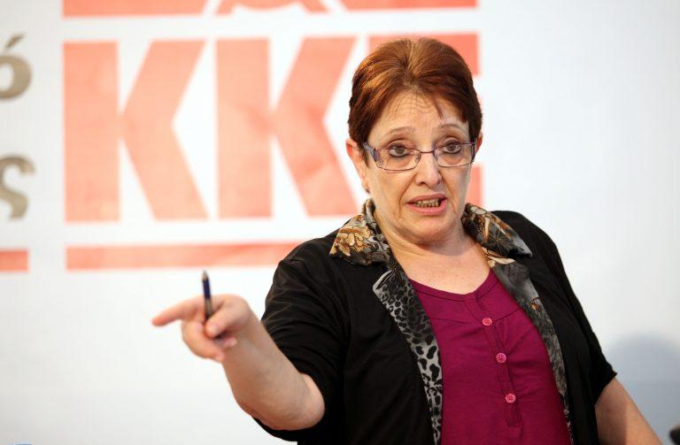 Παπαρήγα: «Κινδυνεύουν» οι συντάξεις και το επίδομα ανεργίας | Newsit.gr