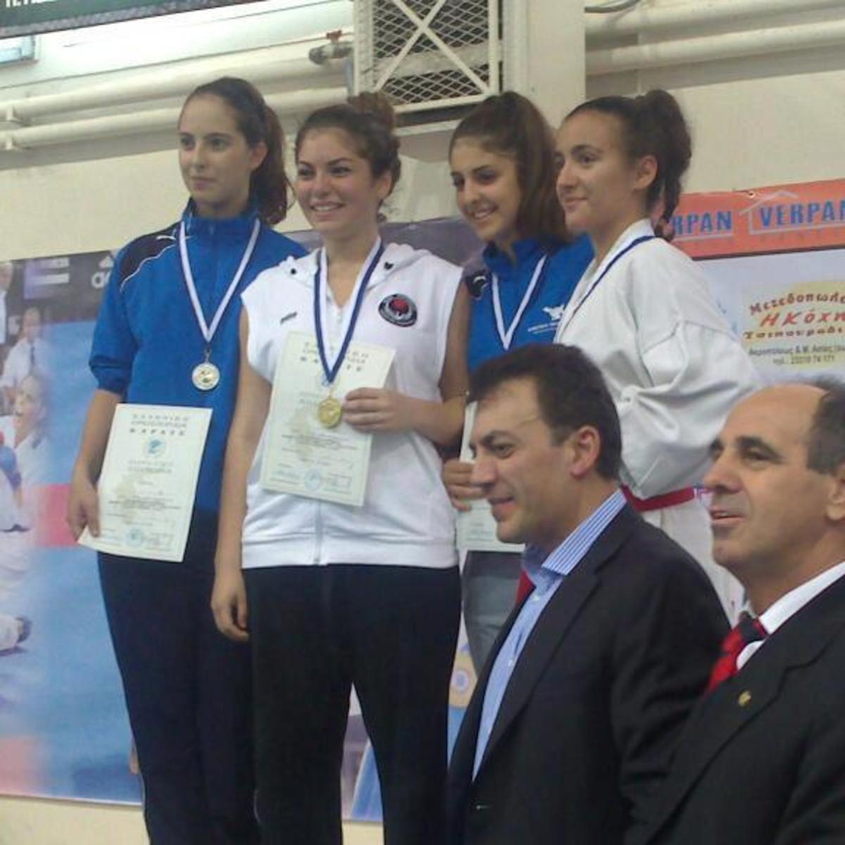 Βέροια: Πρώτη σε αγώνες καράτε, η κόρη του υπουργού Εργασίας Γ.Βρούτση!   Newsit.gr