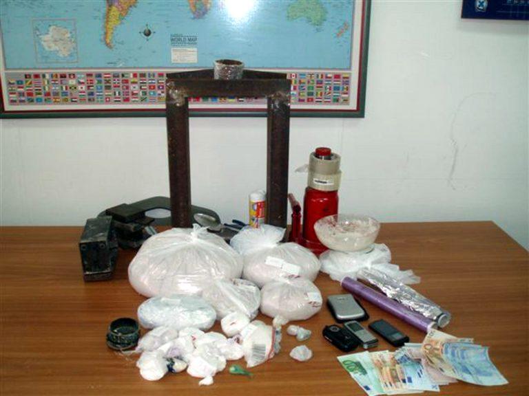 Τρεις συλλήψεις για κοκαΐνη στη Ρόδο   Newsit.gr