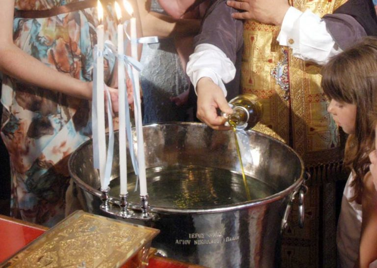 Λάρισα: Δεν μπορούσε να γίνει βάφτιση γιατί έκλεψαν την κολυμπήθρα! | Newsit.gr