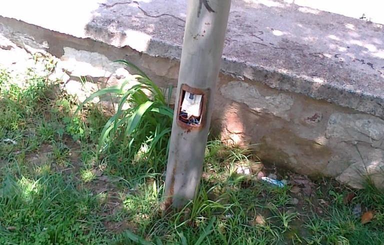 Κολώνες θανάτου στις πλατείες των Τρικάλων | Newsit.gr