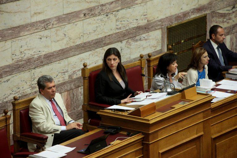 Μνημόνιο σκληρών μέτρων σε 385 σελίδες – Άγρια χαράματα κατατέθηκε στη Βουλή, μαύρα… μεσάνυχτα θα ψηφιστεί – Τα τερτίπια της Ζωής Κωνσταντοπούλου