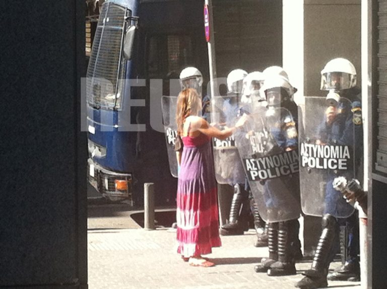 Πολύ σκληρός για να την αφήσει να περάσει…   Newsit.gr