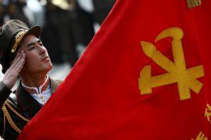 Με πλαστικά παιχνίδια η παρέλαση – επίδειξη δύναμης του Κιμ Γιονγκ Ουν