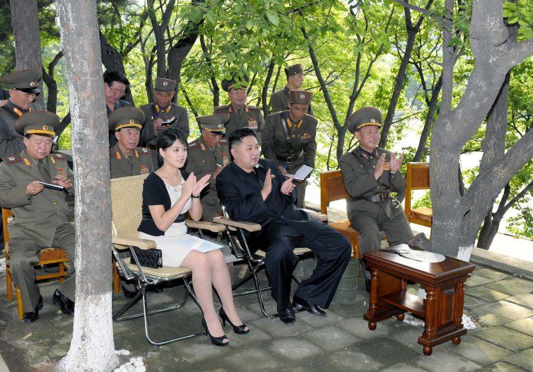 Σάλος στην Β.Κορέα για το τσαντάκι Dior  της πρώτης κυρίας! | Newsit.gr