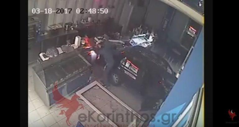 Κόρινθος: Μπούκαρε με το… αμάξι στο μαγαζί, πήρε την ταμειακή κι έφυγε – Απίστευτο βίντεο | Newsit.gr