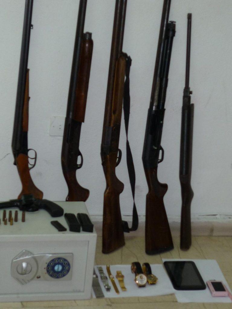 Κόρινθος: Τους συνέλαβαν για κλοπή αλλά και γιατί είχαν ολόκληρο… οπλοστάσιο! | Newsit.gr