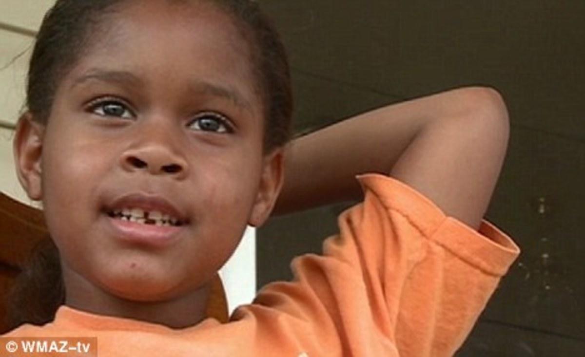 Μπράβο μάγκες! Έβαλαν χειροπέδες σε 6χρονο κοριτσάκι! (VIDEO) | Newsit.gr
