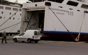 Καιρός: Πλοίο χτύπησε σε προβλήτα στα Χανιά – Σώοι οι επιβάτες
