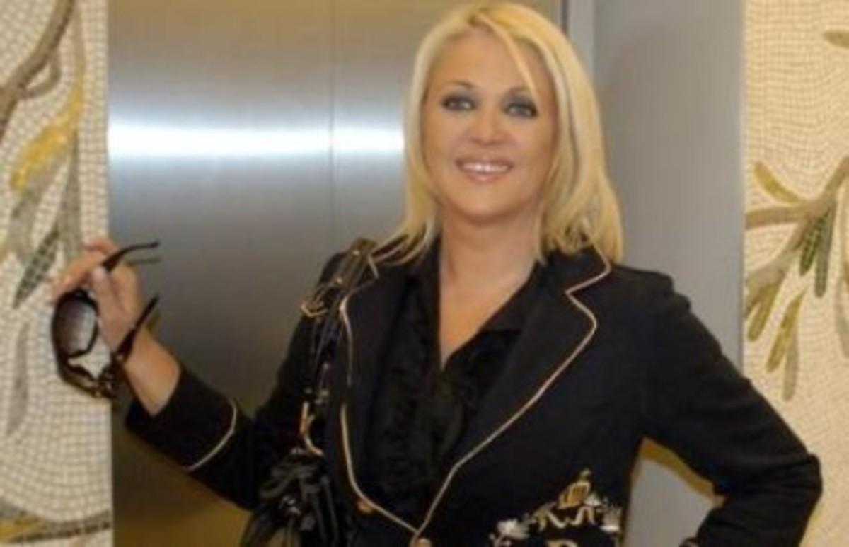 Συγκινήθηκε η Ρούλα Κορομηλά! | Newsit.gr
