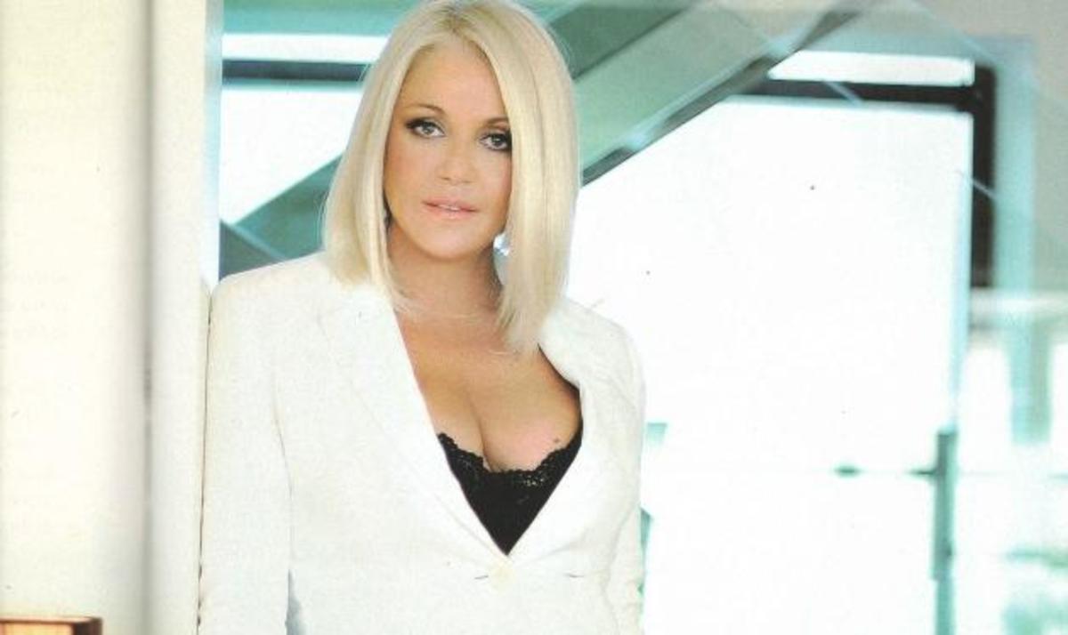 Ρ. Κορομηλά: Η σέξυ φωτογράφηση στο σπίτι της! | Newsit.gr