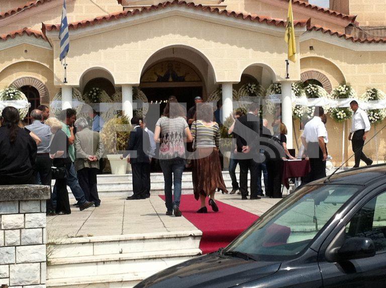 Αποχαιρέτισαν τον δικό τους άνθρωπο – Κλίμα οδύνης στην κηδεία του 34χρονου κοσμηματοπώλη – Φωτό και βίντεο   Newsit.gr