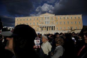 7 στους 10 Έλληνες δεν μπορούν να πληρώσουν φόρους και ασφαλιστικές εισφορές