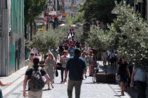 Συμφωνία με δανειστές: Τι πουλάμε από την ΔΕΗ – 30 Κυριακές το χρόνο ανοικτά τα καταστήματα