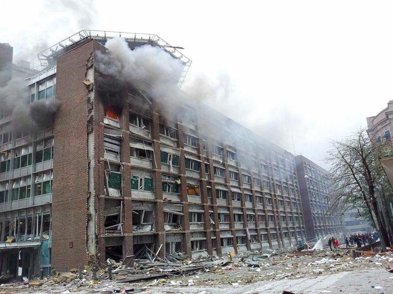Κόσοβο: Επίθεση με μολότοφ σε δημαρχείο, εκρήξεις σε κοιμητήρια και ναούς   Newsit.gr