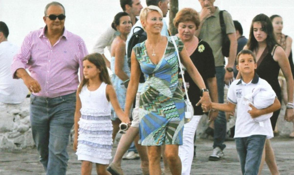 Νέες φωτογραφίες και βίντεο από τις διακοπές της οικογένειας Καραμανλή στη Μύκονο! | Newsit.gr