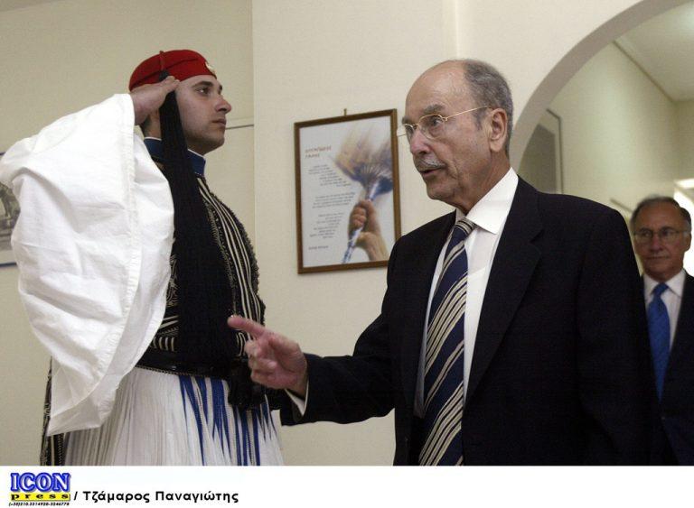 Κωστής Στεφανόπουλος: Οι φράσεις του που έγραψαν ιστορία | Newsit.gr
