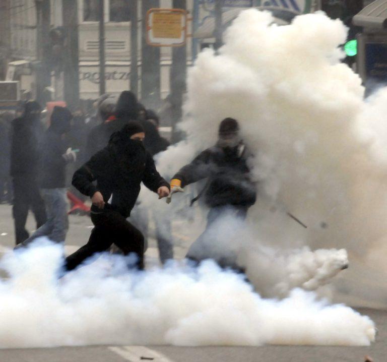 Επαναφορά του νόμου για την κουκούλα ζητά η Ν.Δ. | Newsit.gr