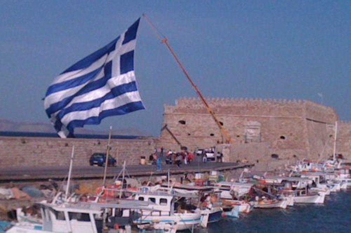 Σημαία για… γκίνες στο φρούριο του Κουλέ | Newsit.gr