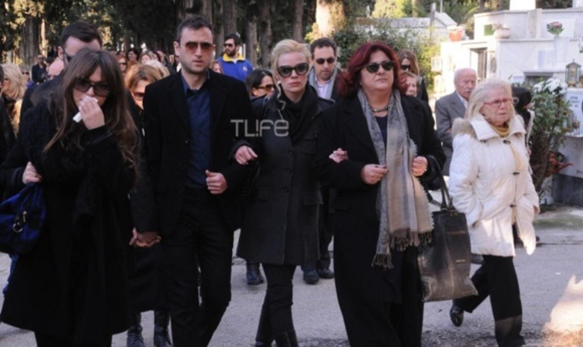 Σε κλίμα βαθιάς συγκίνησης η κηδεία της ηθοποιού  Ειρήνης Κουμαριανού | Newsit.gr