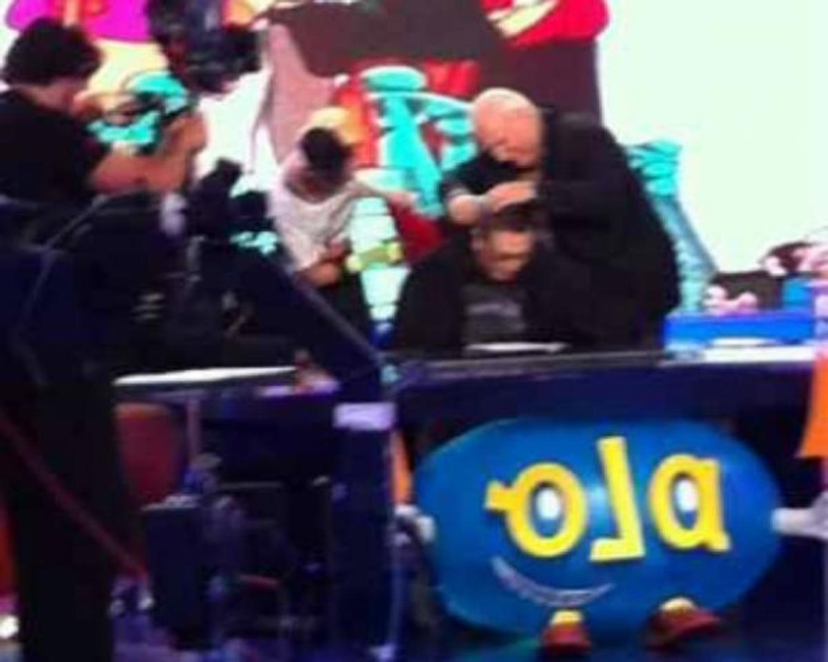 O Παπαδάκης κουρεύει τον Θέμο στο «ΟΛΑ12» απόψε! | Newsit.gr